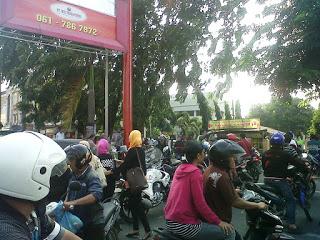Polisi memasang Police Line di beberapa ruas jalan Jamin Ginting