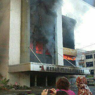 Gedung Medan Plaza Terbakar!