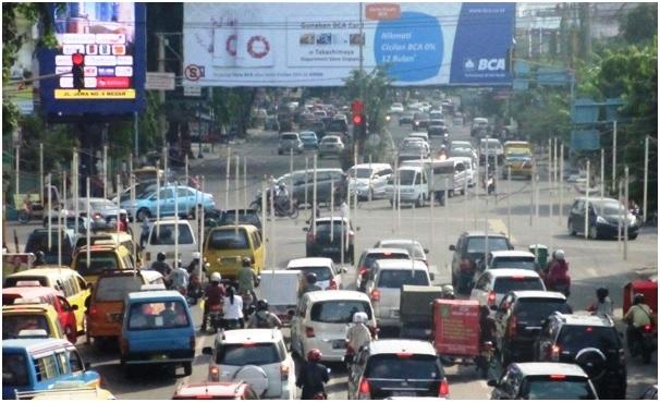 """Hanya di Kota Medan: 'Lampu Kuning"""" Berarti Jalan"""