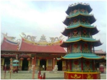 Vihara Gunung Timur Medan, Satu Atap Dua Ajaran