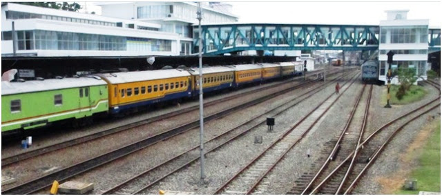 """Tampak di kejauhan """"jembatan penyebrangan"""" untuk jalur evakuasi penumpang kereta api Medan - Bandara Internasional Kualanamu"""