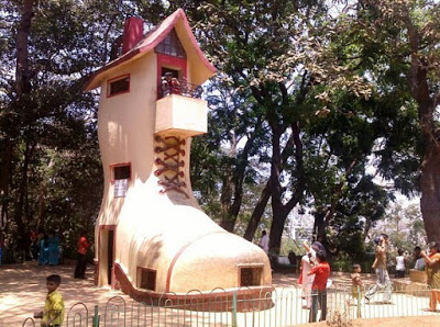 Rumah Unik Berbentuk Sepatu di Polonia - Medan