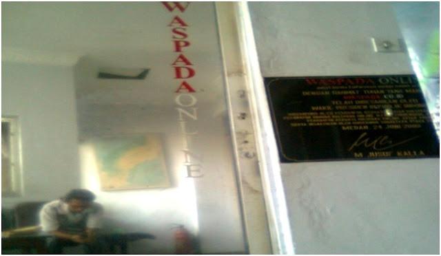 Torehan tanda tangan M. Jusuf Kalla, saat meresmikan Waspada Online bertanggal tahun Hari Senin, 24 Juni 2008