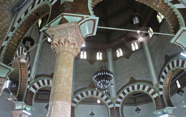 pilar-pilar masjid raya