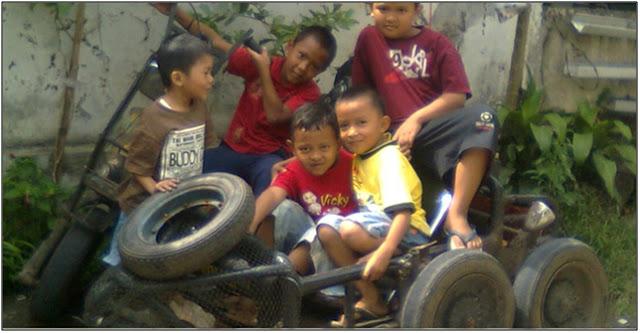 Vespa Butut Menembus Kabut, Anak-anak Minta Ikut
