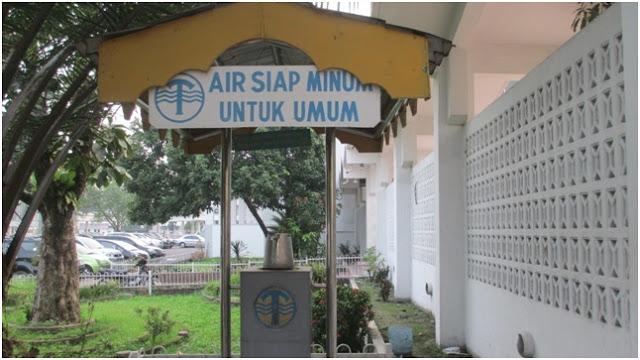 Fasilitas air siap minum untuk umum yang terletak di halaman Masjid Agung Medan