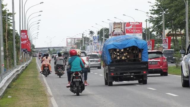Jalan lintas menuju Bandara Internasional Kualanamu