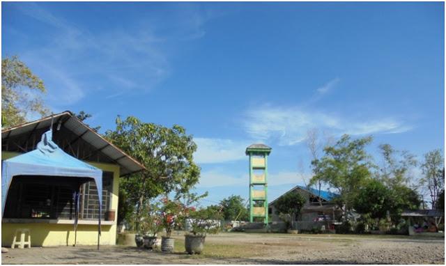 Menara pemantau keadaan di sekitar kawasan tamasya wisata air payau Danau Siombak
