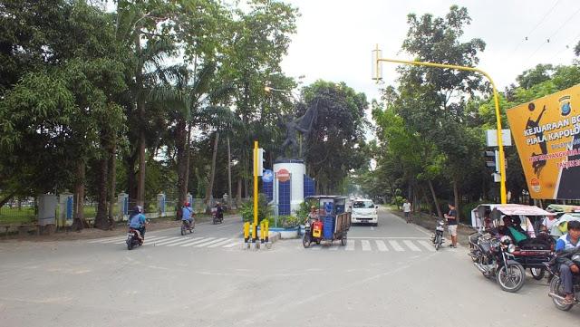 Masuk dari jalan karya utama, melewati alun-laun Pemda Deli Serdang, menuju jalan pintas ke Galang