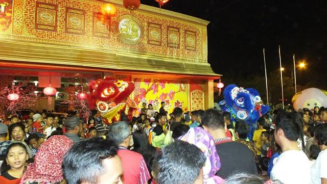 Tarian Barongsai pada saat perayaan Imlek di Vihara Maitreya