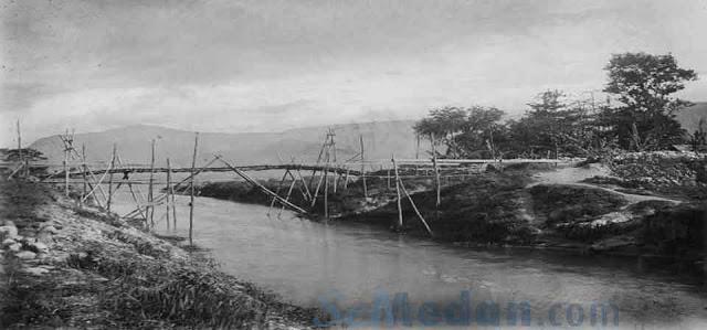 Jembatan Tano Ponggol, Antara Pulau Samosir dan Pulau Sumatera