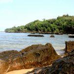 Hamparan Batuan yang Eksotis di Pantai Santolo Garut Selatan