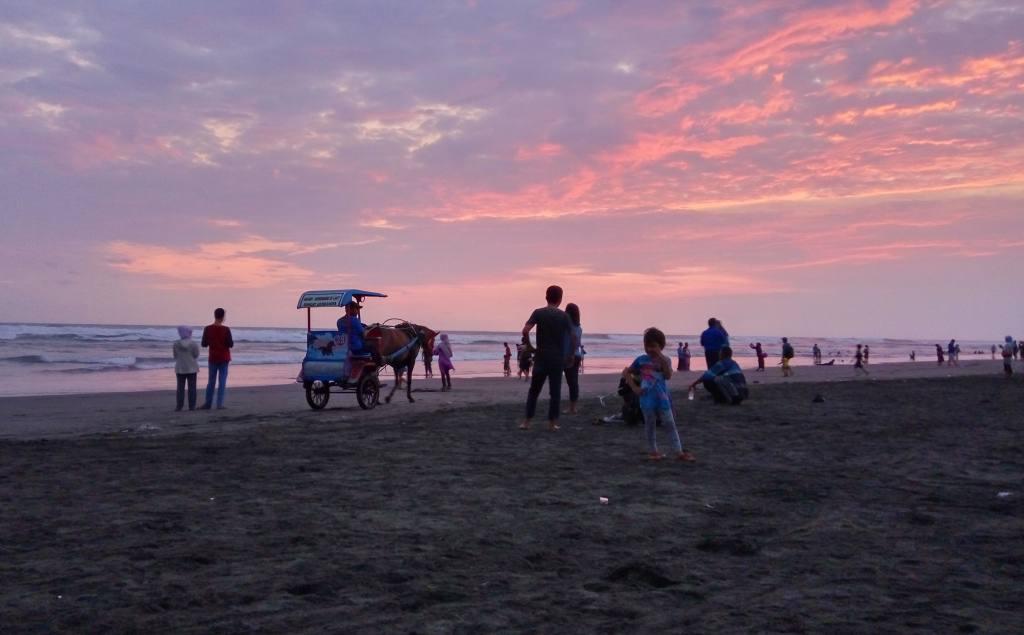 Pantai Parangtritis Yogyakarta - SeMedan.com