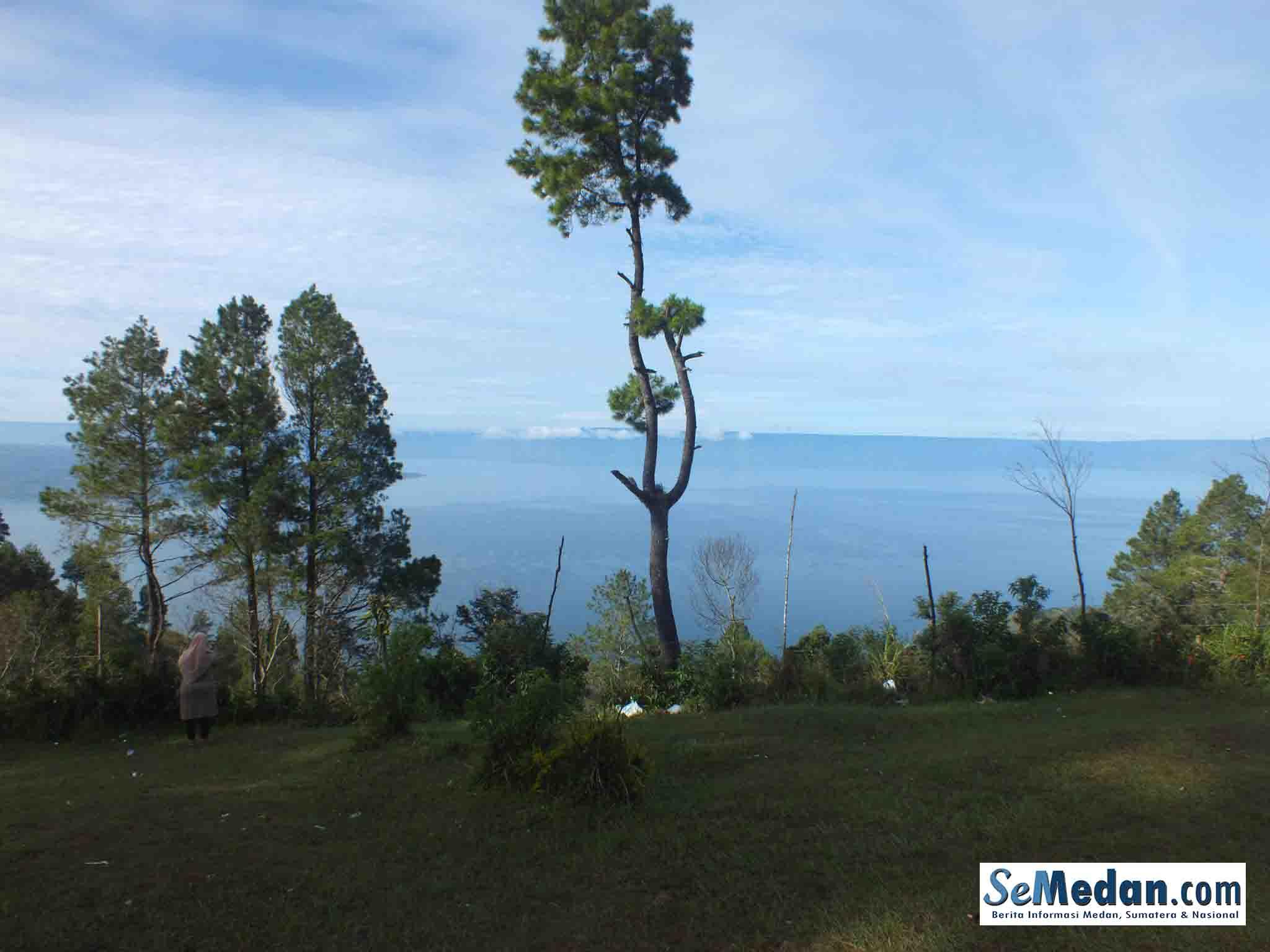 Rest Area Simarjarunjung, Keindahan Panorama Danau Toba