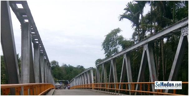 Jembatan penghubung Sorkam Kiri dan Sorkam Kanan