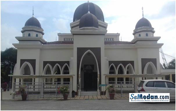 Mesjid Air Hangat di Jalan Lintas Sumatera