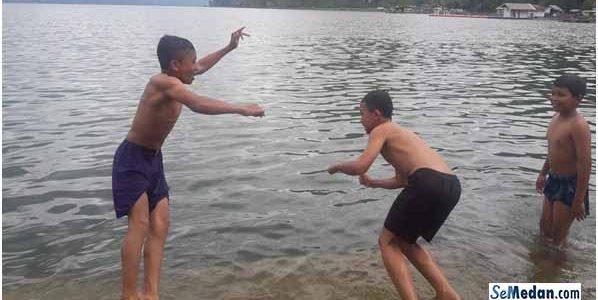 Bermain Air Danau di Laut Tawar