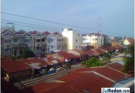 Perumahan DPR, Daerah Pinggiran Rel