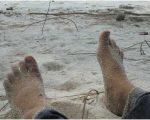 Menunggu Pasang di Pantai Putra Serdang
