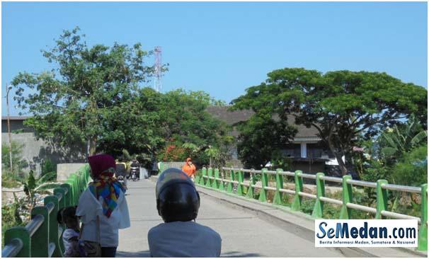 Jembatan Hijau Sungai Deli, penghubung antara Jalan Yong Panah Hijau dan Jalan Yos Sudarso.